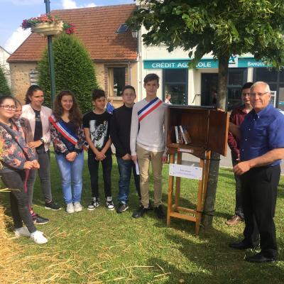 Inauguration boites à livres réalisée par le Conseil Municipal des Jeunes